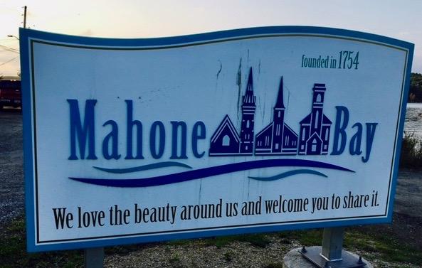 Mahone Bay sign (1)